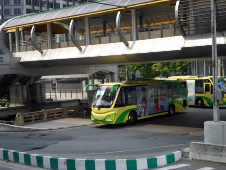 Photo of a BRT bus at Sathorn station