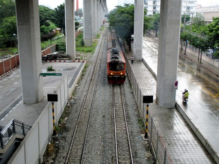 Eastern line train coming from Makkasan train station