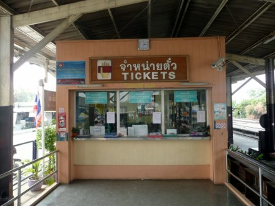 The ticket counter at Thonburi railway station