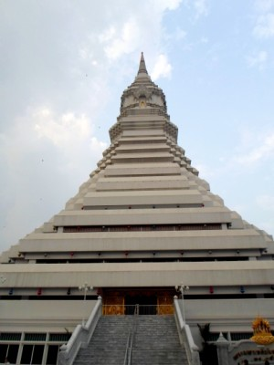 big Chedi at Wat Pak Nam in Talat Phlu