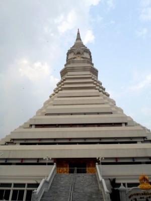 big Chedi at Wat Pak Nam in Talat Phlu