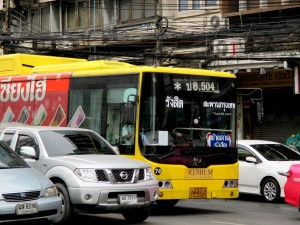 bus 504 arriving at Makkasan Intersection on Ratchaprarop Road