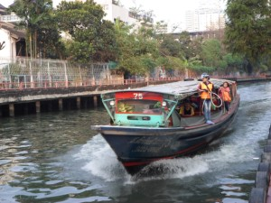 photo of a canal boat arriving at Asoke pier