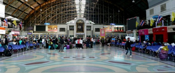 Main hall at Hua Lamphong train station
