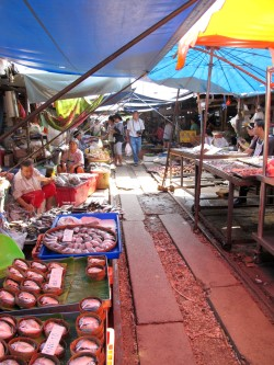 photo of the market at Mae Klong