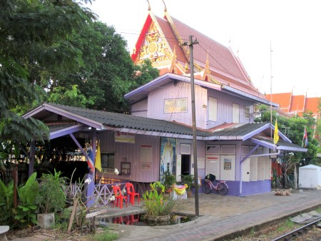 Lovely purple station on the Wongwian Yai-Maha Chai railway line
