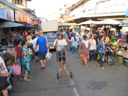 photo of a street in Maha Chai