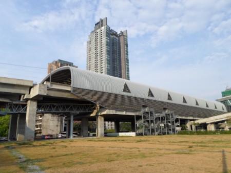 photo of the huge Makkasan station in Bangkok