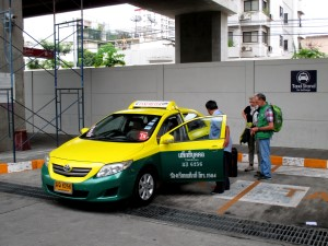 tourists boarding a Bangkok Taxi taxi at Phaya Thai