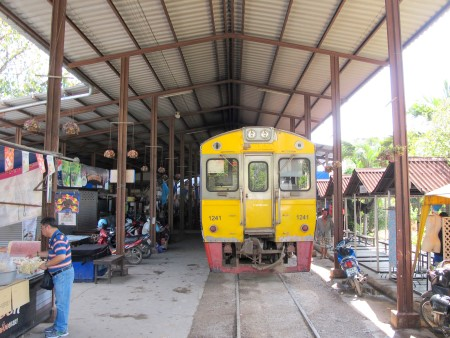 Train at the platform at Mae Klong