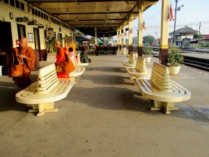 Waiting area outside along Platform #1
