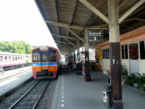 Photo of a train about to leave at Thonburi Railway Station in Bangkok