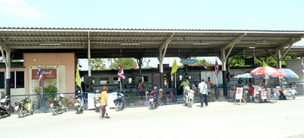 View of Bangkok Thonburi Train Station from the road
