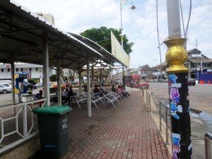 photo of the bus stop where you can catch the bus to Kuala Kedah from Alor Setar