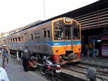 commuter train heading off to Maha Chai