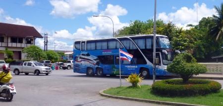 Lomprayah coach outside Chumphon station