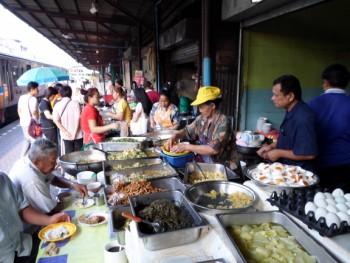platform restaurant at Wongwian Yai station